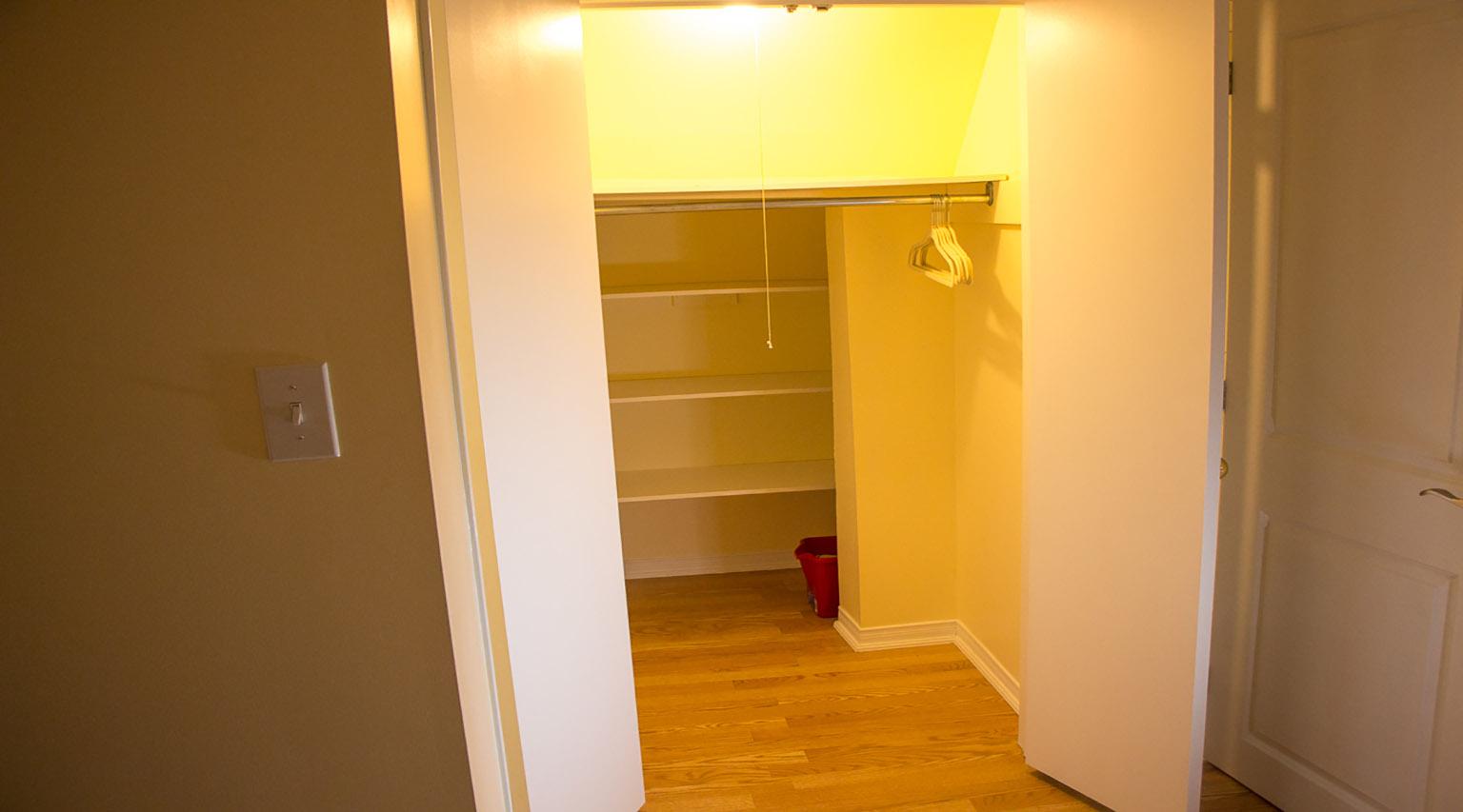 basement apartment in etobicoke toronto for rent. Black Bedroom Furniture Sets. Home Design Ideas